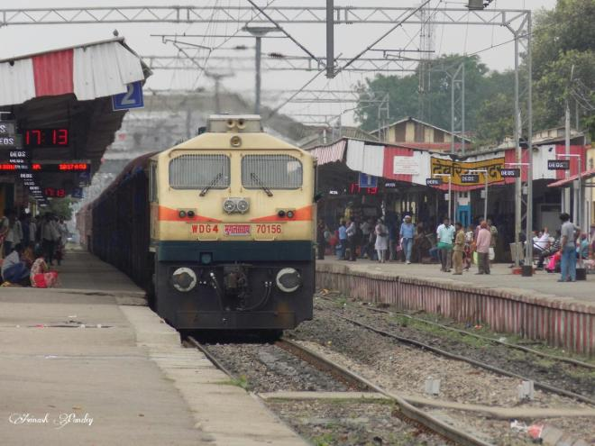 train-arriving-in-varanasi-courtesy-india-raiu