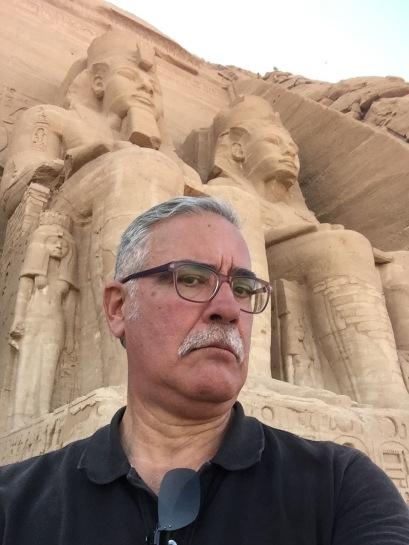 JB selfie with Abu Simbel Statues