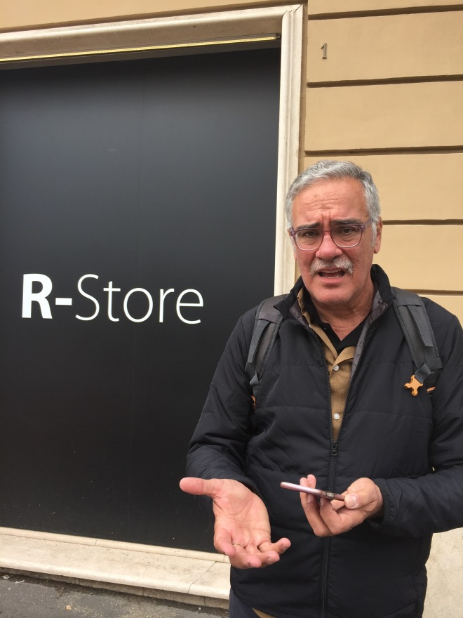 John can't find the R-store on his phone!